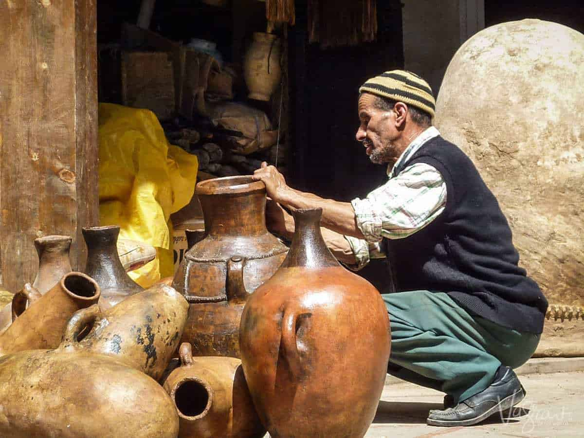 man displaying earthen pots. Best free things to see and do in Marrakech Morocco
