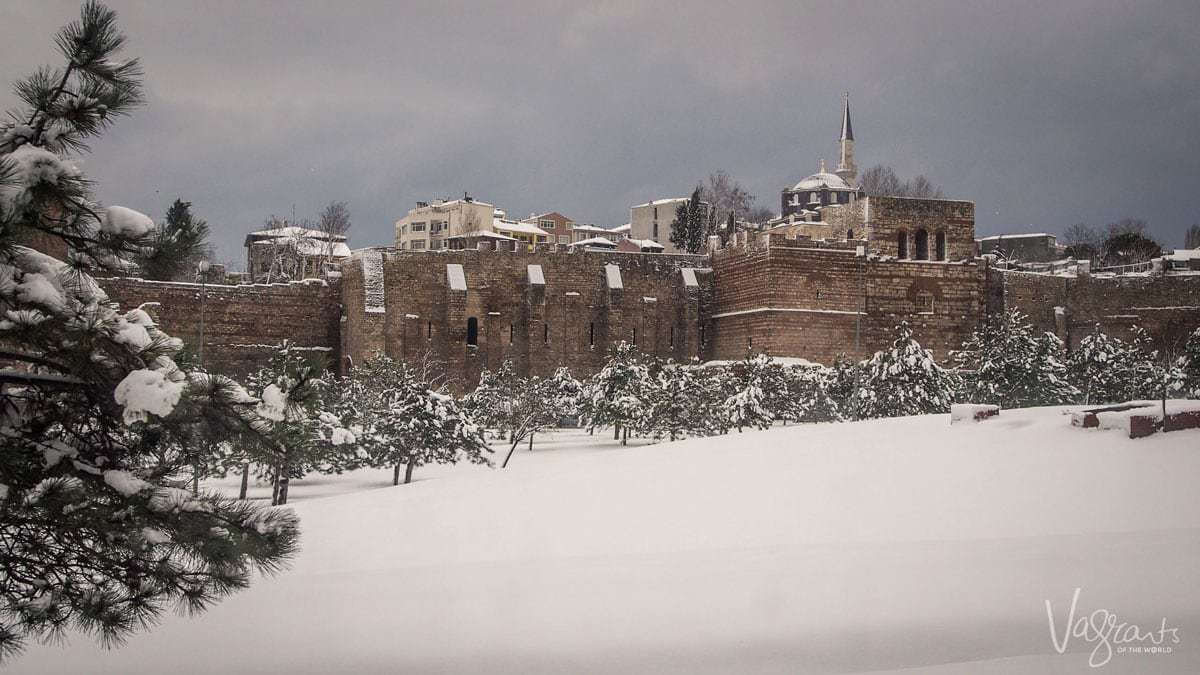 A guide to Istanbul. The Old City Walls