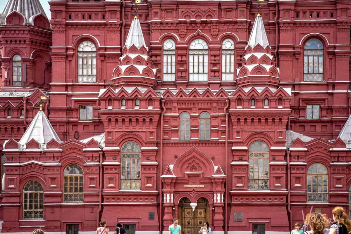 Red Square Moscow - The State Historical Museum is just one of the things to do in Red Square. The red and white facade of Red Square Moscow. What should a traveler visiting Moscow know. A person visiting russia first time should make sure they visit the tourist information offices as they are very helpful including free things to do in Moscow.