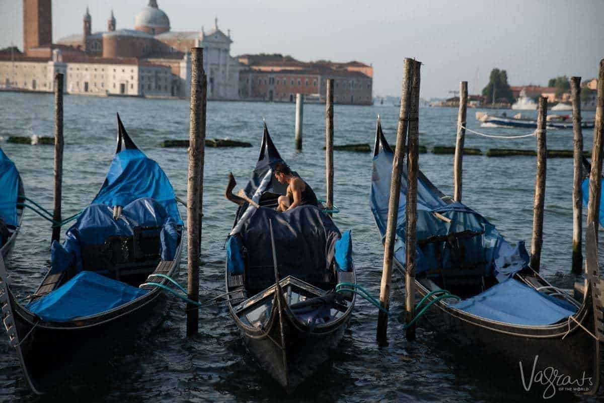 5 Days in Venice - Preparing the gondola's