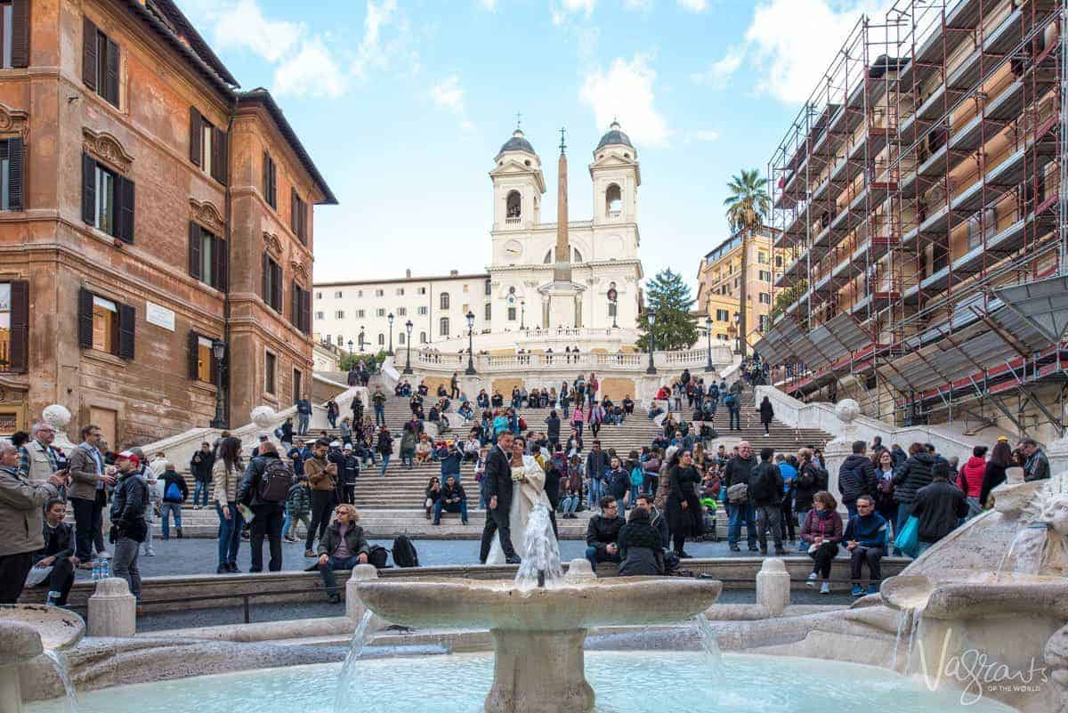 Wedding photo shoot on the crowded Spanish Steps.