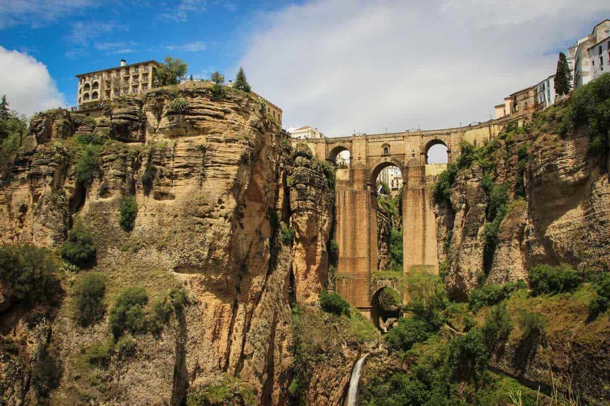 Steep cliffs and rock carved bridge of Ronda. This is why it is such a great Day trip from Seville to Ronda