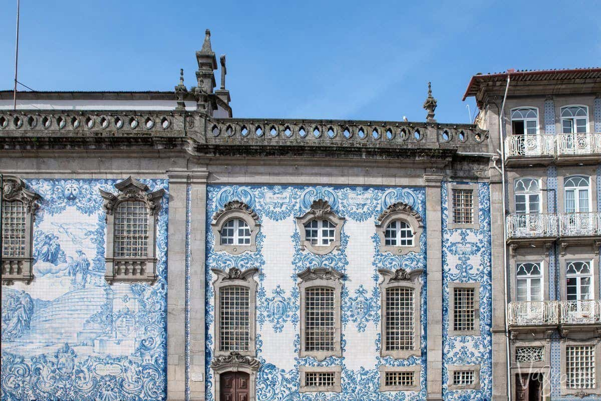In Igreja do Carmo you will find these intricate blue and white tiled mosiacs on the building fronts.