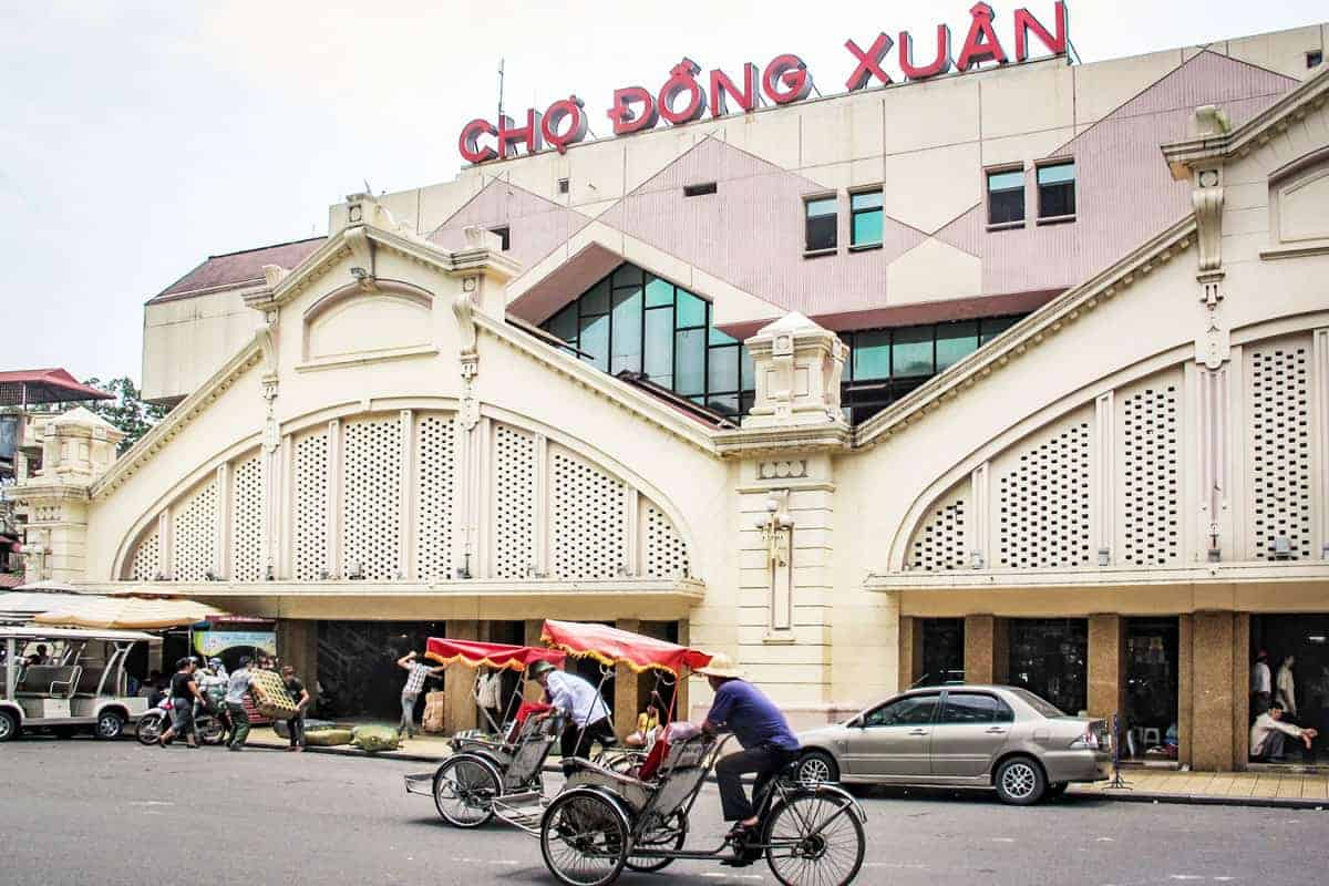 The best shopping in Hanoi Vietnam can be found here at the Dong Xuan Market.