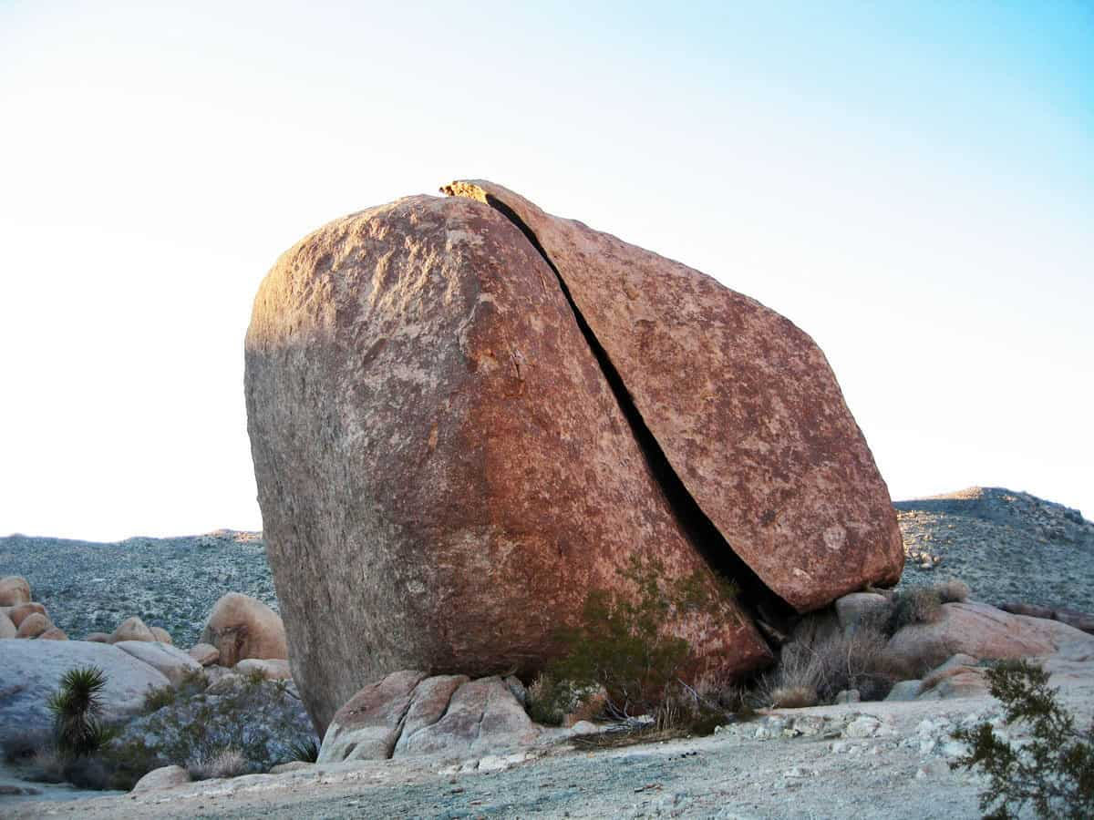 Split Rock in Joshua Tree National Park. One of the best hikes in Joshua Tree