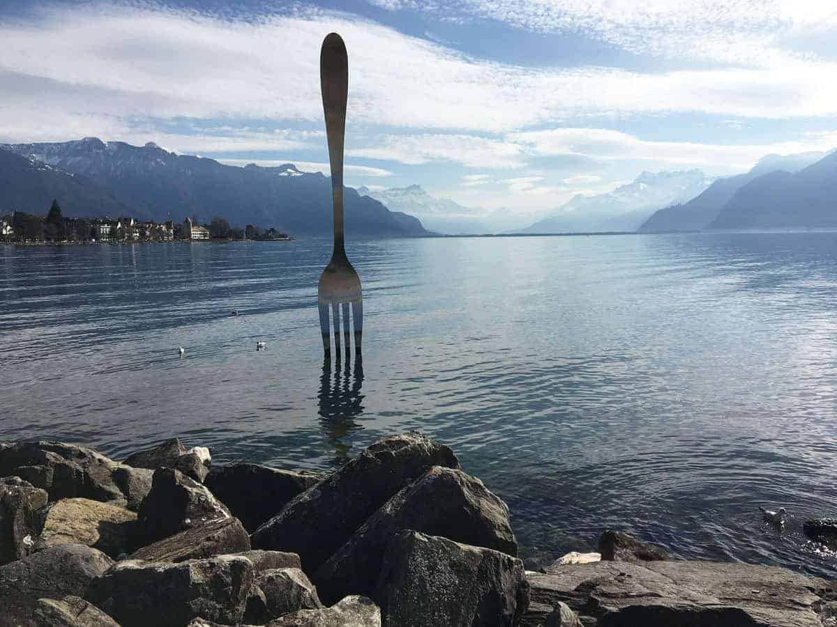 Lake with large aluminium fork, Vevey