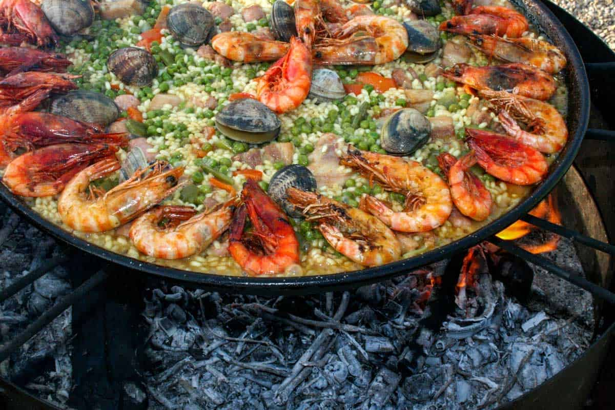 A ring of prawns in the famous spanish paella.