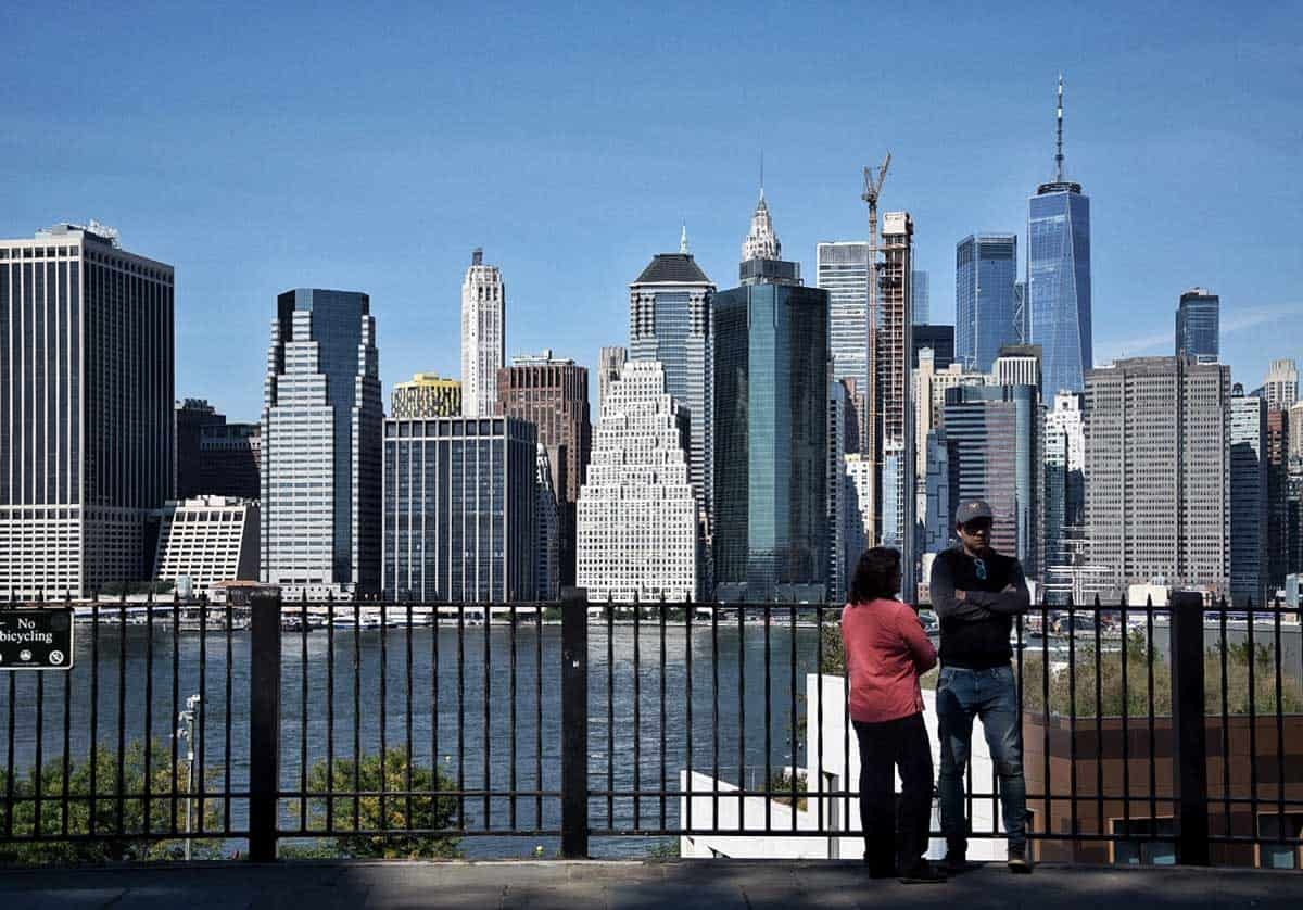 A couple enjoying the views of Manhattan from Brooklyn Heights.