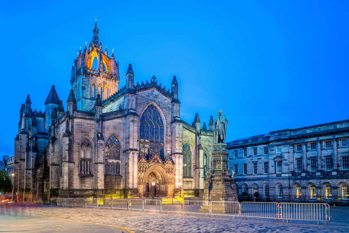 St Gile's Cathedral in Edinburgh at night.