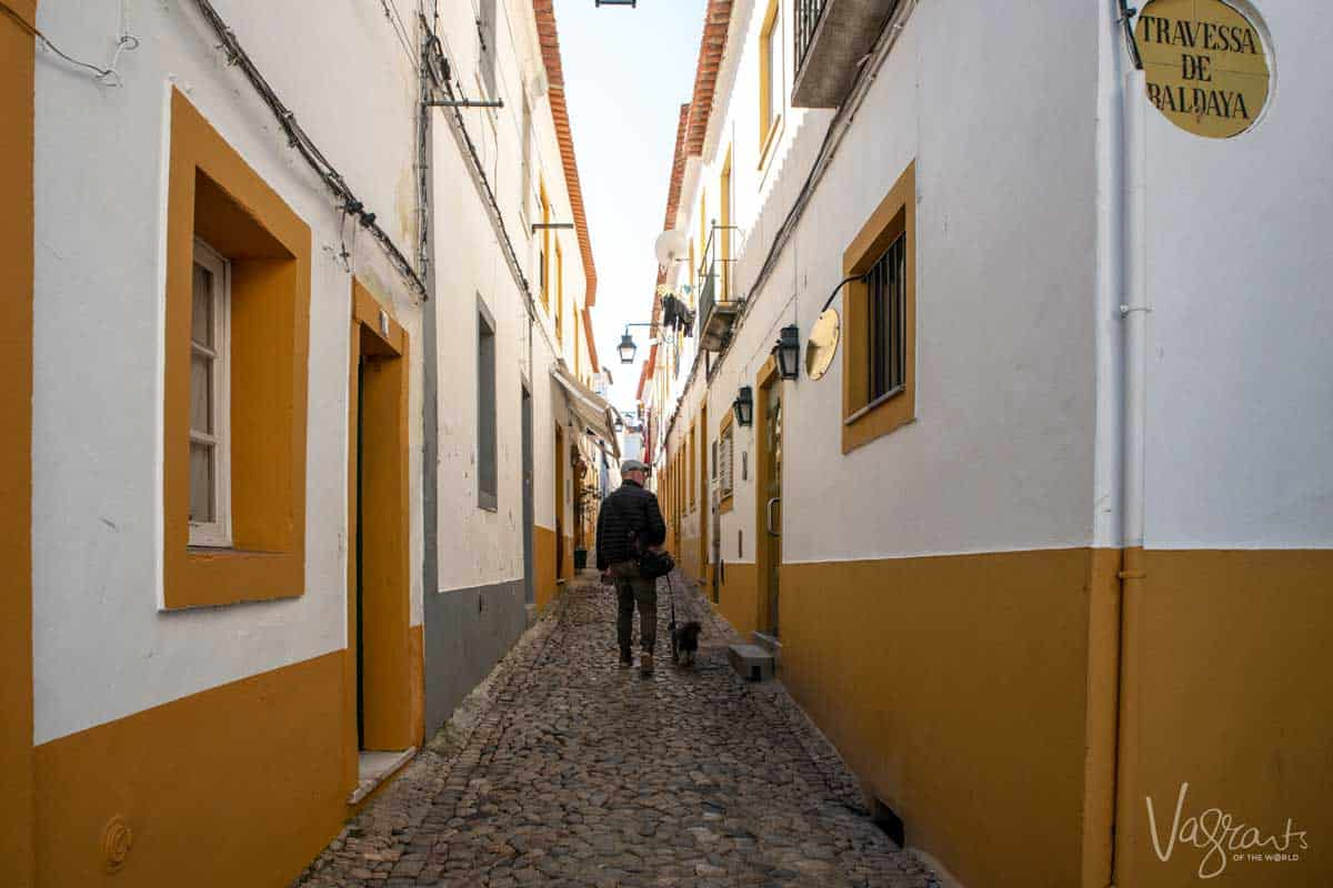 The colourful back streets of Évora Portugal.