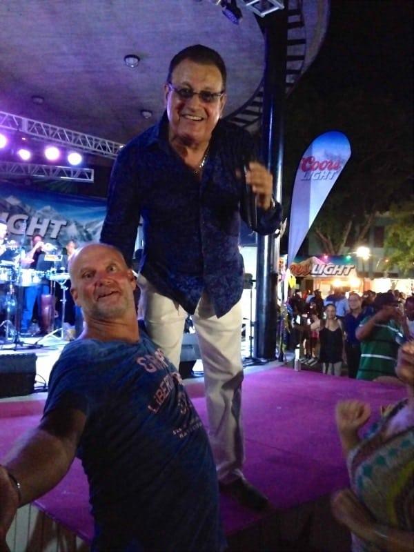 """El niño bonito de la Salsa"" (The pretty boy of Salsa) Ismael Miranda. What an amazing night of Salsa!"